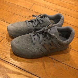 New balance blue suede sneakers
